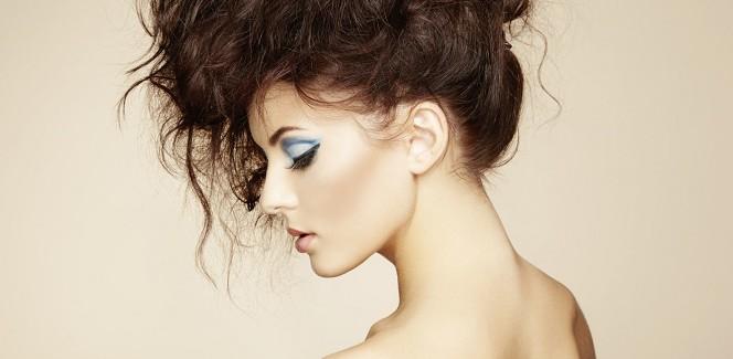 Haare toupieren – so geht's