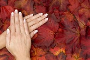 Schöne Fingernägel an einer Frau