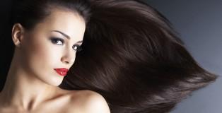 Eine schöne Frau mit langen haaren