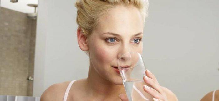 Schöne Haut benötigt Wasser und viel Pflege
