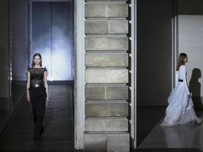 Neues bei Givenchy, Älteres bei Armani